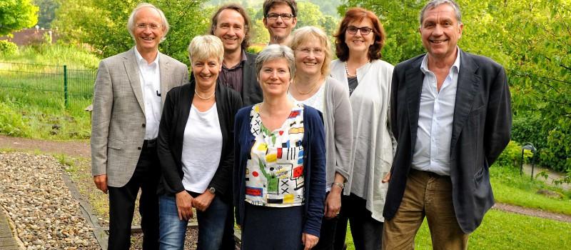 Vorstand der Thure von Uexküll-Akademie für Integrierte Medizin (AIM).
