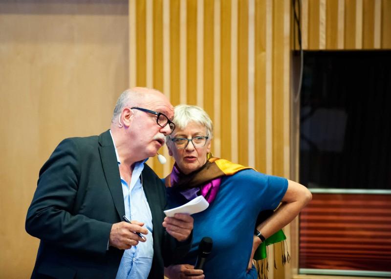 Gisela Volck und Bernd Hontschik blicken beim Thema Diagnosen in die gleiche Richtung.