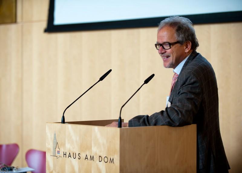 Dr. Wolfgang Merkle, Chefarzt der Psychosomatischen Klinik am Hospital zum heiligen Geist in Frankfurt.