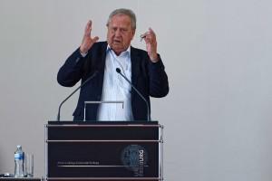 Peter F. Matthiesen bei seinem Vortrag: Die Kunst des Zuhörens als Verstehensquelle des Menschen in Gesundheit und Krankheit.