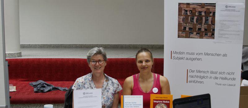 Miriam Haagen und Juliane Walther auf der Sommerakademie für Integrative Medizin 2016.