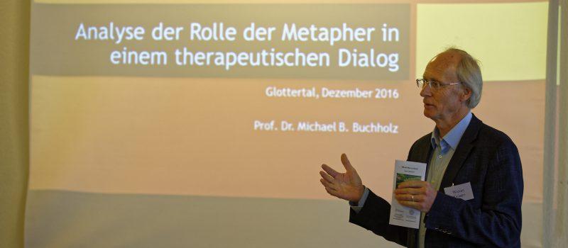 Werner Geigges (Glotterbad) eröffnet die Modellwerkstatt.